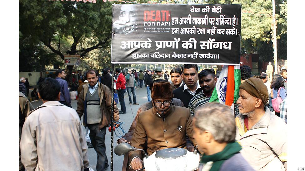 121229085622_delhi_protest_976x549_bbc