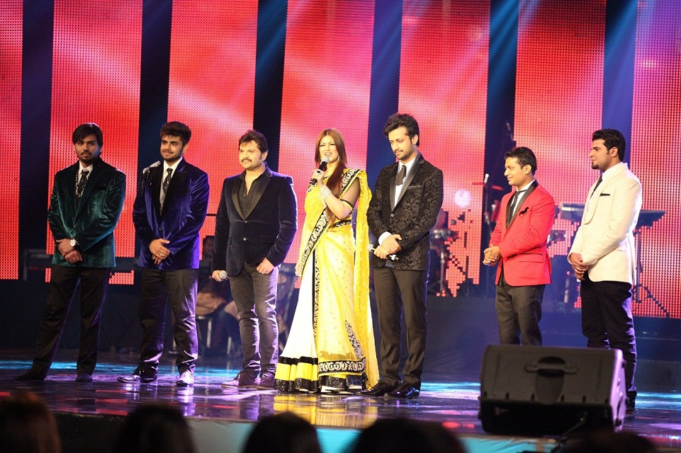 Atif - Himesh - Ayesha with the contestants