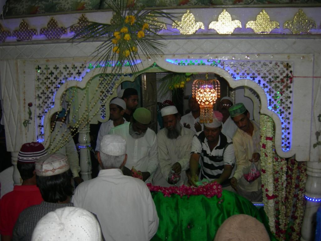 jlal shah baba ki mazar sharif par duwa mangte akidatmand