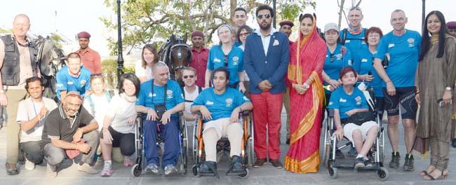 . द पैरालेटिक एसोसिएशन ऑफ फ्रांस के दल ने रविवार को शंभू निवास पैलेस में लक्ष्यराज सिंह मेवाड़ तथा निवृत्ति कुमारी सिंह से मुलाकात की।फ्रांस के 17 सदस्यीय दल ने की लक्ष्यराज से मुलाकात उदयपुर, द पैरालेटिक एसोसिएशन ऑफ फ्रांस के नि:शक्तजनों का 17 सदस्यीय दल ने रविवार को उदयपुर से जोधपुर शैक्षिक भ्रमण से पूर्व यहां सिटी पैलेस स्थित शंभूनिवास पैलेस में एचआरएच ग्रुप ऑफ होटल उदयपुर के कार्यकारी निदेशक लक्ष्यराज सिंह मेवाड़ एवं उनकी पत्नी निवृत्ति कुमारी सिंह से मुलाकात कर मेवाड़ के ऐतिहासिक गौरव को जाना। फ्रांस सरकार ने अपने अभियान प्रोजेक्ट इंडिया 2014 के तहत गुडग़ांव स्थित निजी कंपनी बीबी वॉयज प्राइवेट लिमिटेड से इस भ्रमण का करार किया है।द पैरालेटिक एसोसिएशन ऑफ फ्रांस का दल रविवार को दिल्ली से उदयपुर पहुंचा तथा यहां से रउवा, साइना, गुडा, बैरा, घाणेराव होते हुए 17 मार्च को जोधपुर पहुंचेगा। दल के चार सदस्यों के लिए फ्रांस सरकार ने विदेश प्रकार की व्हीलचेयर प्रदान की है। दल राजस्थान के अंदरूनी गांवों में ग्राम कला एवं संस्कृति, परंपरा, लोगों की जीवनशैली, पहनावा आदि अनेक विषयों पर शोध करेगा। दल भ्रमण के दौरान ग्रामीणों के साथ होली का त्यौहार भी मनाएगा। दल के प्रमुख फ्रांस निवासी मेट स्पेनिल, लूरे पॉल, मिशलीन स्टार्क, लूबना हेरी ने रवानगी से पूर्व लक्ष्यराज सिंह मेवाड़ एवं उनकी नवविवाहिता पत्नी निवृत्ति से मेवाड़ की ऐतिहासिक जानकारी प्राप्त की। दल के साथ स्वयंसेवी, चिकित्सक एवं नर्स का दल भी भ्रमण पर है। यह दल 18 मार्च को जोधपुर से दिल्ली जाकर फ्रांस के लिए प्रस्थान करेगा।</a/></a></p>   <!-- A generated by theme -->   <script async src=
